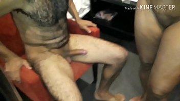Esposa fica louca de tesão e goza quando sente a porra do macho escorrer nas coxas. Wife goes crazy horny and enjoys when she feels the fucking male dripping on her thighs.