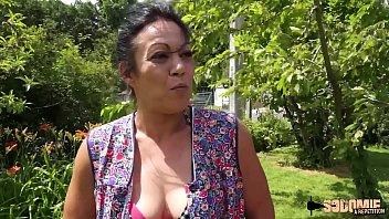 Madalynn, fermière sexy qui aime prendre dans le cul