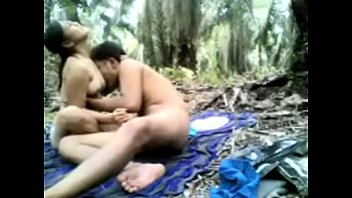 INDIAN DESI TEEN GIRL HARDCORE SEX WITH BOYFRIEND IN THE JUNGLE