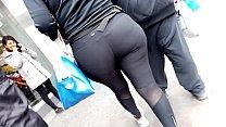 Sabrona nalgona en leggins negros