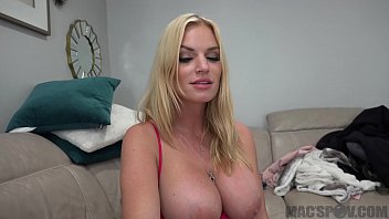 Hot Mom Distracts Son From Fortnite With Her Pussy