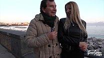 Lara, milf sexy aux gros seins aime les jeunes français