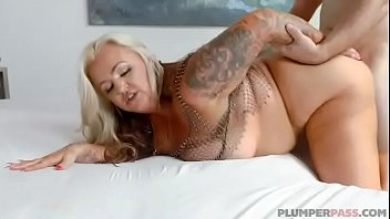 BIg Booty MILF Kendra Kox Gets Fucked In Public In Miami