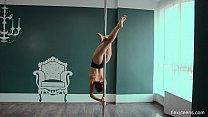 Yanna mega sexy naked gymnast spreading legs