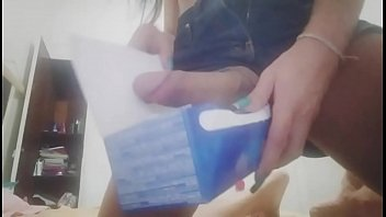 Paloma Veiga gozando na caixa de chocolate