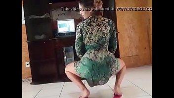 Galeguinha1999 dançando funk de saia até o chão