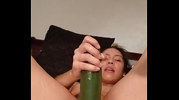 Maria mestas se destroza con pepino