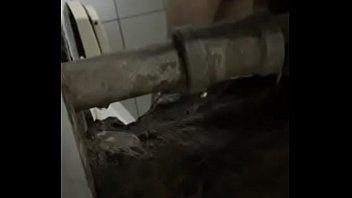 Mais um flagra de um caminhoneiro no banho.