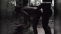 Homem preto bem dotado fode noiva adúltera em cabana abandonada no mato
