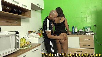 Sogrão comeu a namorada safada do seu filho ( Paola Gurgel )