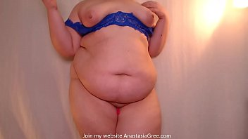 Curvy beauty in erotic chat 8 min