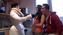 Amateur couple took to threesome beauty pornstar