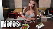 Cooking Before Fucking With Brunette Hottie (Luxury Girl) - Mofos