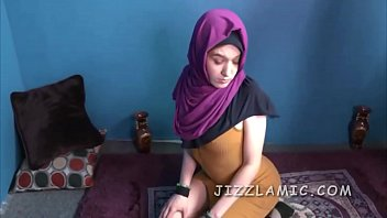 Muslima corrupted by mossad into blowjob