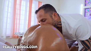 Amazing Latina (Luna Star) Gets Really Horny At Her Spa Session - Reality Kings