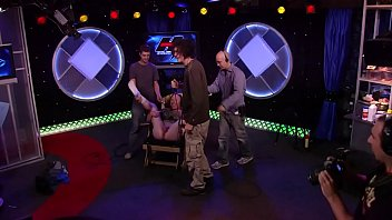 Howard Stern, Sarah Silverman smells Richards balls for fun.