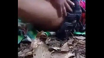 Cogiendo en el monte