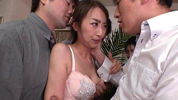ぶっかけ人妻 同僚の妻を集団ザーメン弄び