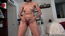 Horny mature Mimi needs to rub one out