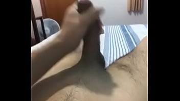 Novinho batendo punheta