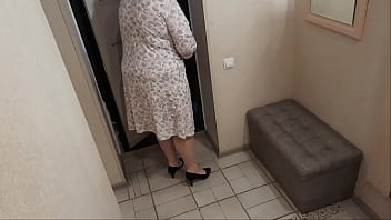 Slut housewife seduces delivery boy