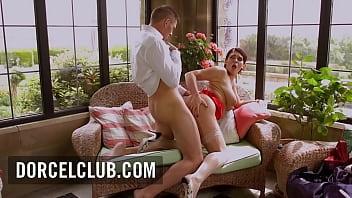 The busty MILF Emma Leigh seduces a man and has intense orgasm