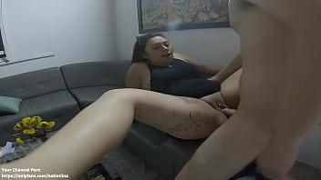 la empleada del hotel acepta follar sin condon en la sala de espera del hotel medellin colombia