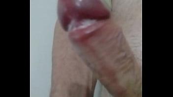 Pegando na pica gozada masturbação