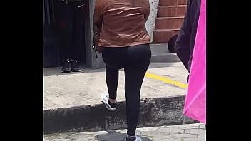 Me encuentro con rubia culona en la fila  Quito,Ecuador