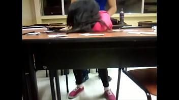 Follada anal en la escuela