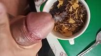 Leche caliente para el cereal