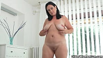 Euro milf Riona knows what her hungry pussy needs