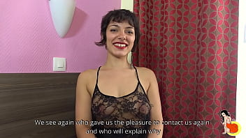 Short-haired Zoé having 2 men for her pussy and ass