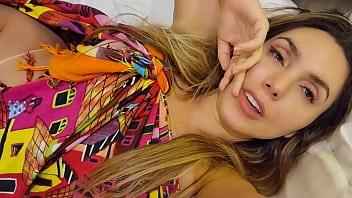 Pedi pro meu principe carioca gozar dentro do meu cusinho.... vem ver no bolivianamimi.tv