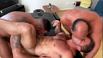 Muscle threesome - check my ebooks at https://payhip.com/Allanmoraes