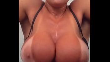 Vanessinha Vailatti malhando pelada