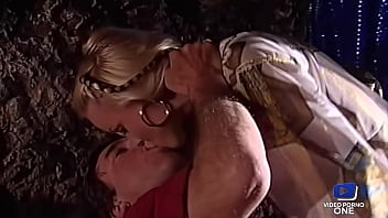 Silvia Saint, belle salope blonde, adore avoir une grosse bite en elle 15 min