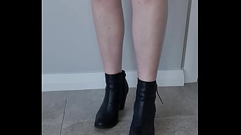 Crunchy biscuit Trample with boots and barefeet