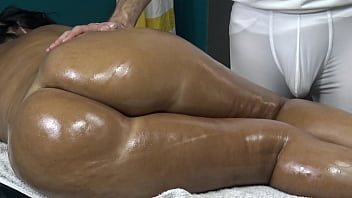 Massage the Biggest Brazilian Ass in Hidden Camera