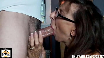 Real Amateur Mom Loves To Suck and Swallow 9 min