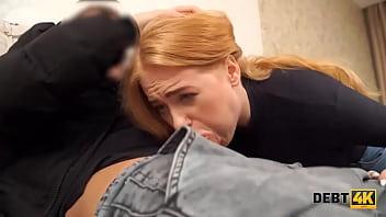 DEBT4k. La baise est une punition qui attend la serveuse russe bouclée