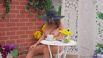Cafe Chic / Brazzers  / download full from http://zzfull.com/chic