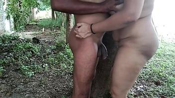 चाची को जंगल में पब्लिक के बीच जबरदस्ती चुदाई किया