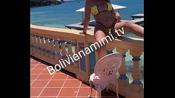 Masturbandome en el Caribe... dejando al camarografo loco Video completo en bolivianamimi.tv
