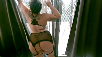 I finally fulfilled my fantasy, I fucked the neighbor with a big ass while she waits for her husband