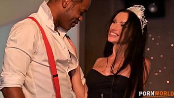 Freshly Married Goddess Sasha Rose Celebrates Her Marriage with Fivesome Gangbang