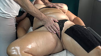 Sorry if She is your Wife or your Mom but her Big Booty make Masseur Horny and Wanted to Fuck her!