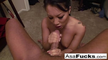 Asa Akira gives an amazing deep throat blow job 10 min