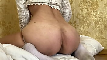 Big ass! This babe knows how to cum