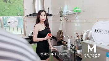 【国产】麻豆传媒作品/MSD-029 淫乱加班维修工/精彩播放 7 min